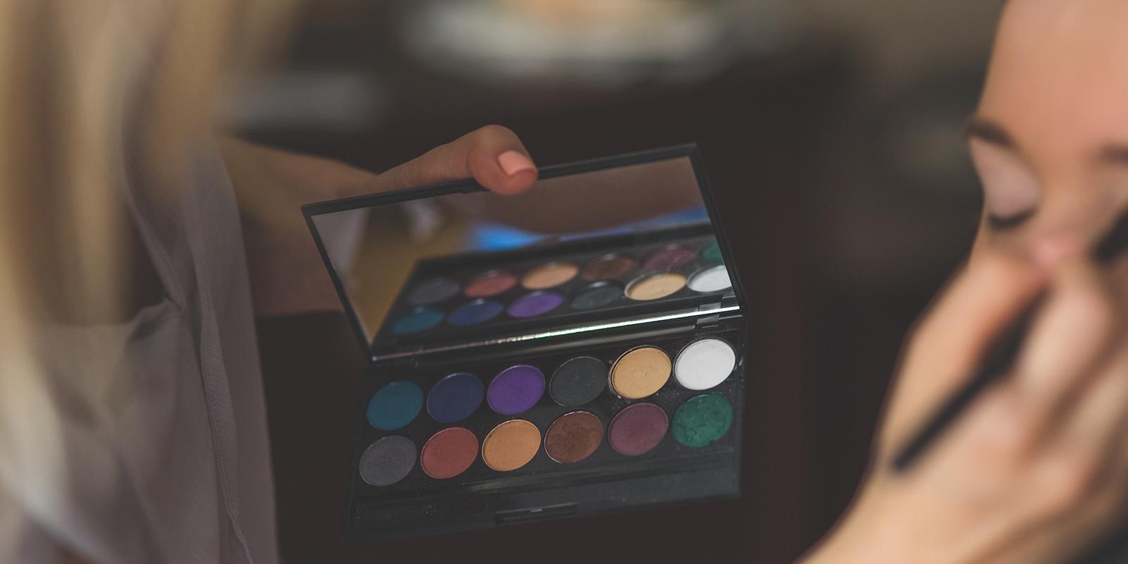 Make up website design